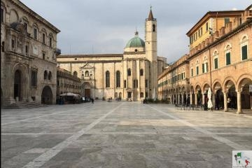 Ascoli_Piceno_piazza_del_Popolo