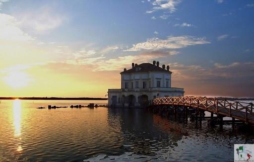 La Casina Vanvitelliana, un 'eredità Borbonica nel lago Fusaro