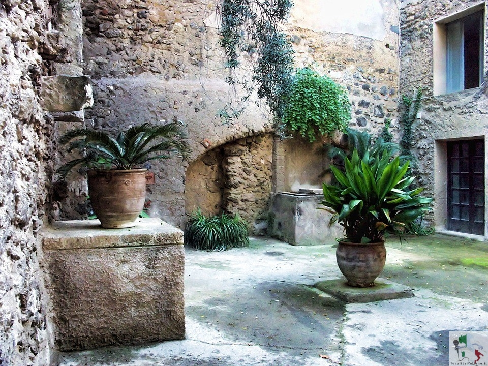 Castello Aragonese interno