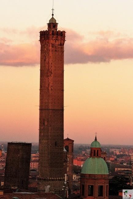 Torre degli Asinelli, simbolo di Bologna