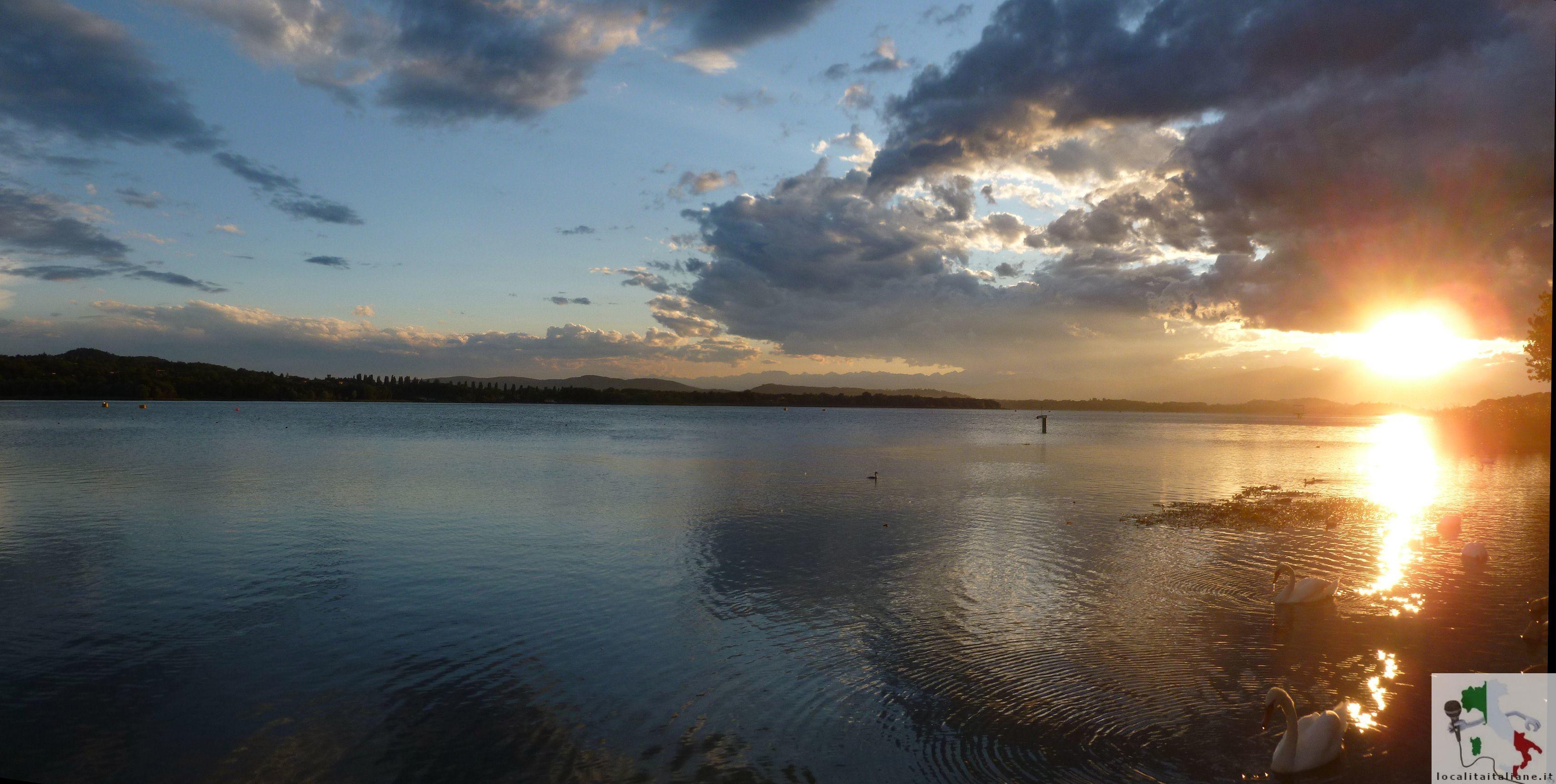 Lago_di_Varese_al_tramonto