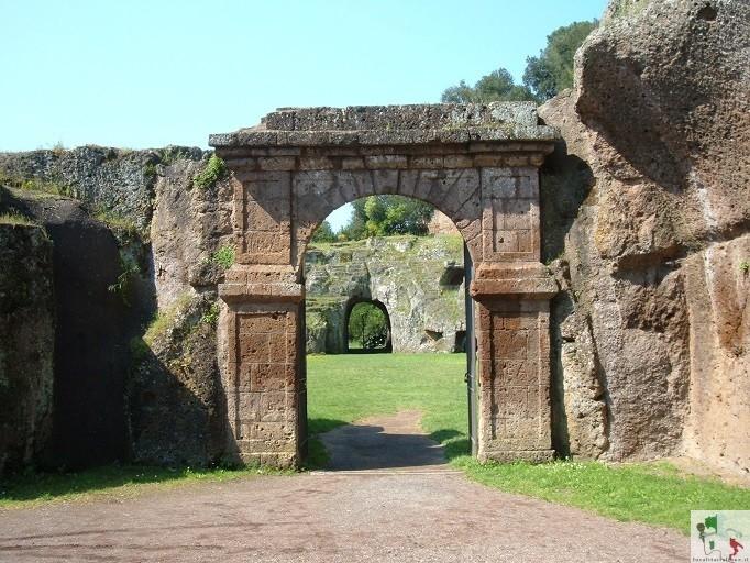 ingresso dell'anfiteatro di Sutri