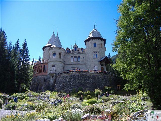 Castel Savoia, la villa dalle 5 torri neogotiche
