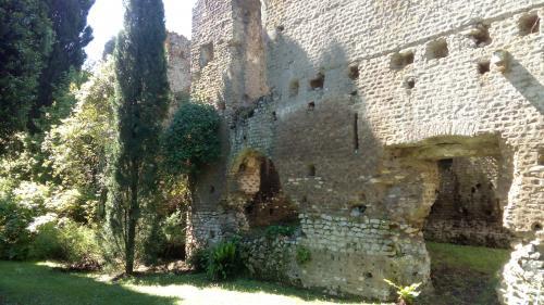 giardini di ninfa - mura