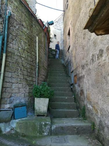 calcata-scalinata-vicolo