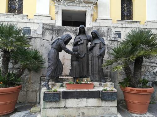 fiuggi statue