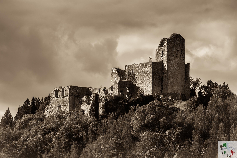 """Piediluco, il borgo Medievale che sorge """"ai piedi del bosco sacro"""""""