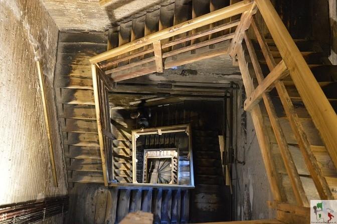 scalinata interna della torre